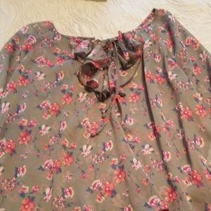 3/4 length sleeve flowered shirt